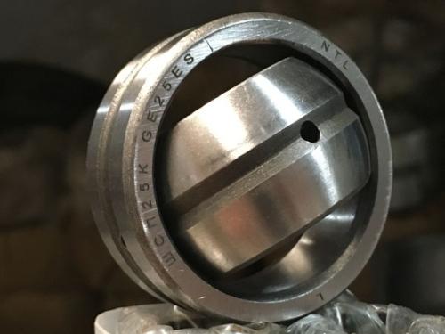 Подшипники шарнирные с отверстиями и канавками для смазки на внутреннем и наружном кольцах с одноразломным наружным кольцом (ШСПххК)
